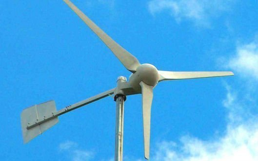 Home Wind Turbine Generators –  Save Money and Go Green Using Wind Power for Homes