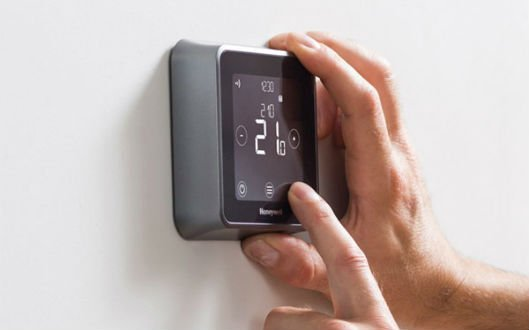 save energy using smart thermostat